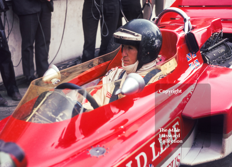 Race winner Jochen Rindt in the pits, Gold Leaf Team Lotus 72C V8, Brands Hatch, British Grand Prix 1970.