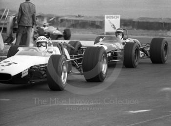 Graeme Lawrence, Chequered Flag McLaren M4A, ahead of Jochen Rindt, Brabham BT23C, Thruxton, Easter Monday 1968.